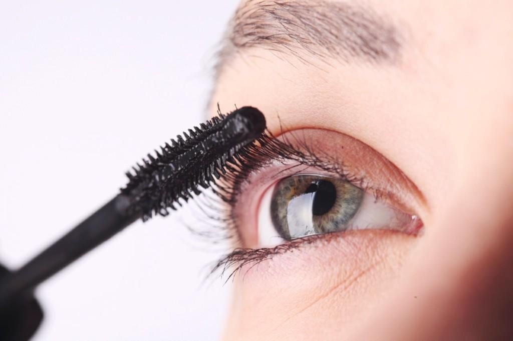 Applying the mascara
