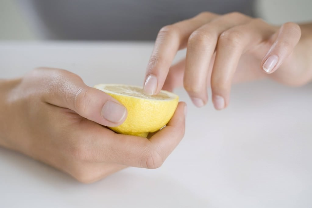 lemon to strengthen nails