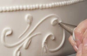 Decoration of sides of a cake