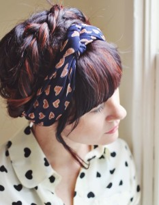 scarf into a «twisted crown»
