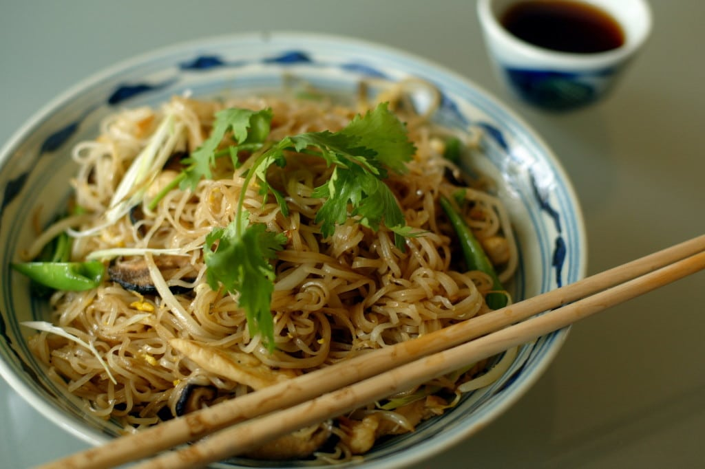 Rice noodles with pork and vegetables